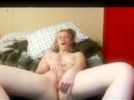 cam golden-haired hotty masturbate with curling toe