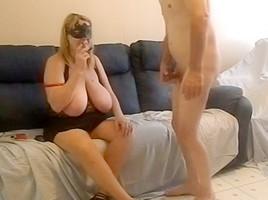 MILF bbw sucking a big dick wearing a mask on video